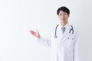 日本人男性医師の写真素材 [FYI04697664]