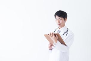日本人男性医師の写真素材 [FYI04697670]