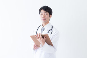 日本人男性医師の写真素材 [FYI04697684]