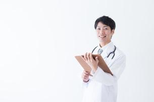 日本人男性医師の写真素材 [FYI04697685]