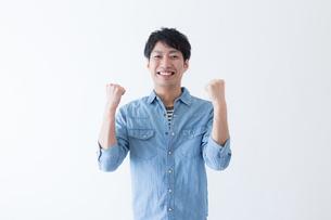 日本人男性の写真素材 [FYI04697792]