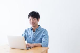 日本人男性の写真素材 [FYI04697814]