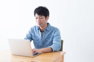 日本人男性の写真素材 [FYI04697815]