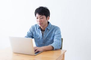 日本人男性の写真素材 [FYI04697818]