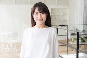 日本人女性の写真素材 [FYI04698152]