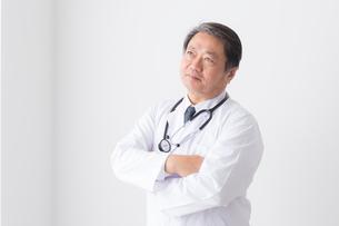 日本人男性医師の写真素材 [FYI04698642]