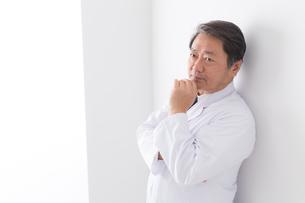 日本人男性医師の写真素材 [FYI04698660]