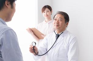 医師と患者の写真素材 [FYI04698745]