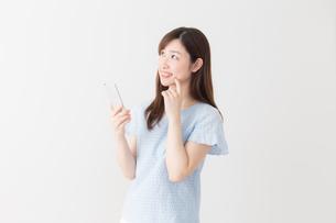 日本人女性の写真素材 [FYI04698934]