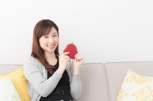 日本人女性の写真素材 [FYI04699006]