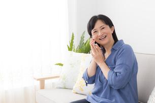 日本人シニア女性の写真素材 [FYI04699717]