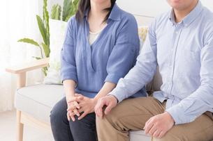 シニア女性と息子の写真素材 [FYI04699903]