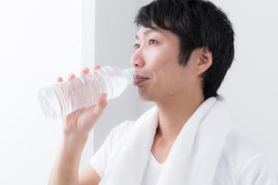 日本人男性の写真素材 [FYI04699968]