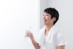 日本人男性の写真素材 [FYI04699976]
