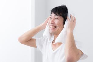 日本人男性の写真素材 [FYI04699981]