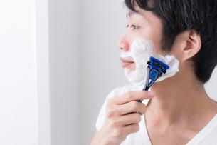 日本人男性の写真素材 [FYI04699994]