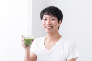 日本人男性の写真素材 [FYI04700006]