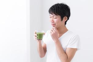 日本人男性の写真素材 [FYI04700014]
