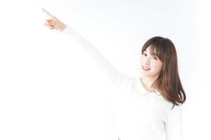 指をさす女性の写真素材 [FYI04700188]