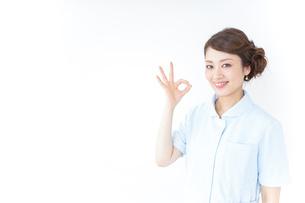 okサインをする看護師の写真素材 [FYI04701409]