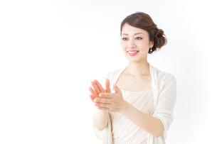 拍手する女性 披露宴 パーティーの写真素材 [FYI04701635]