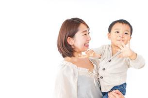 男の子とお母さんの写真素材 [FYI04701950]