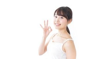 OKジェスチャーをする美容女性の写真素材 [FYI04701990]