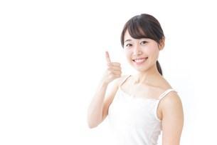 OKジェスチャーをする美容女性の写真素材 [FYI04702001]