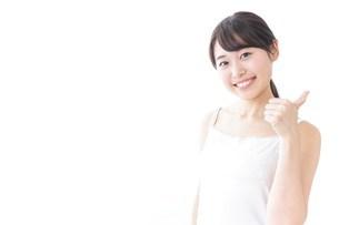 OKジェスチャーをする美容女性の写真素材 [FYI04702013]