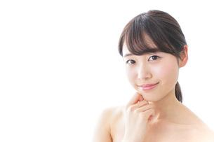悩む女性・美容イメージの写真素材 [FYI04702158]