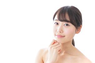 悩む女性・美容イメージの写真素材 [FYI04702167]