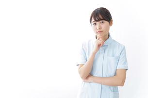 看護師_悩み事_ひらめきの写真素材 [FYI04702340]