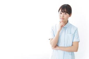 看護師_悩み事_ひらめきの写真素材 [FYI04702341]