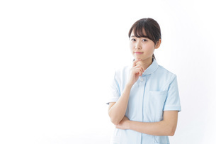 看護師_悩み事_ひらめきの写真素材 [FYI04702343]