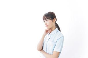 看護師_悩み事_ひらめきの写真素材 [FYI04702348]