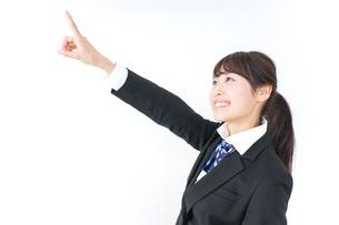 将来を指差す女子高生の写真素材 [FYI04702576]