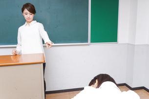 怒る教師の写真素材 [FYI04702971]