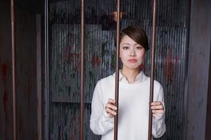 逮捕された女性の写真素材 [FYI04703096]