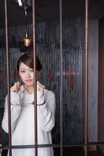 逮捕された女性の写真素材 [FYI04703101]