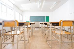 誰もいない学校の教室の写真素材 [FYI04703123]