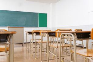 誰もいない学校の教室の写真素材 [FYI04703125]