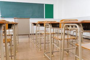誰もいない学校の教室の写真素材 [FYI04703131]