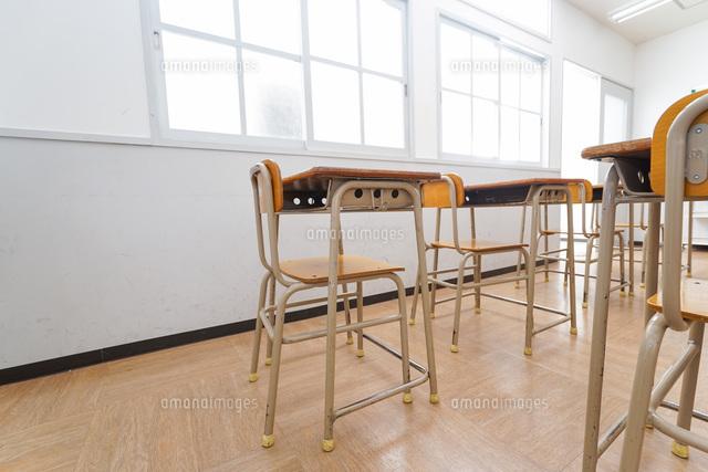 誰もいない学校の教室の写真素材 [FYI04703138]