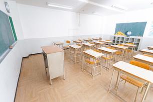 誰もいない学校の教室の写真素材 [FYI04703143]