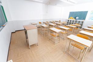 誰もいない学校の教室の写真素材 [FYI04703162]