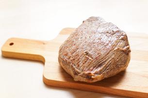 牛肉のかたまり肉の写真素材 [FYI04703489]