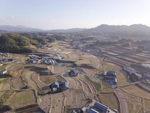 日本の田園風景ドローン撮影・淡路島の写真素材 [FYI04703551]