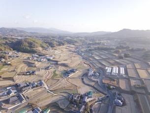 日本の田園風景ドローン撮影・淡路島の写真素材 [FYI04703552]