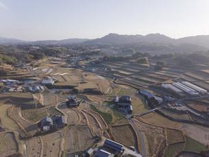 日本の田園風景ドローン撮影・淡路島の写真素材 [FYI04703558]