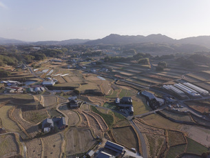 日本の田園風景ドローン撮影・淡路島の写真素材 [FYI04703559]